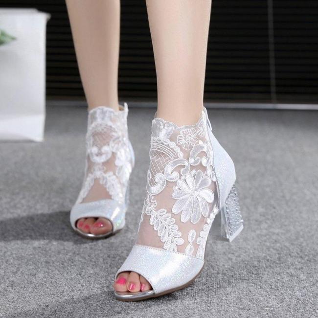 Beautiful bridal shoes wedding shoes | Wedding shoes white