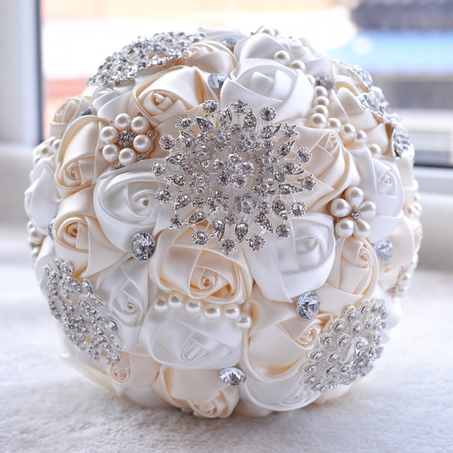Bridal bouquet of peonies | Wedding bouquet of roses