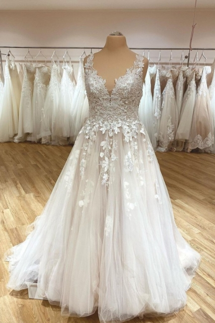 Simple wedding dress V neckline | Wedding dresses lace