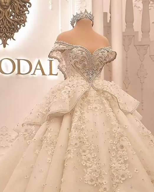 Extravagant wedding dresses | Princesses wedding dresses with lace