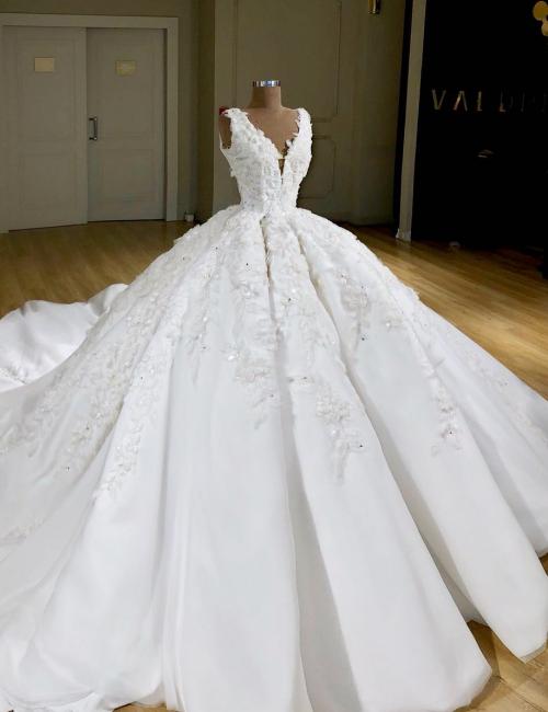 Luxury Weiße Hochzeitskleider A Linie Spitze Brautkleider Online