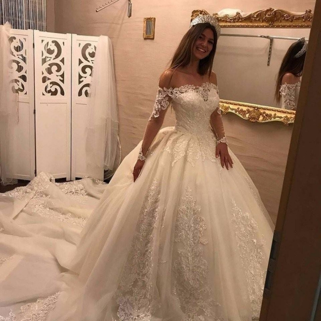 Elegante Off Shoulder Long Sleeve Lace Wedding Gowns