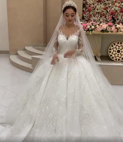Weiße Brautkleider Prinzessin Perlen Tüll Schlepper Brautmoden Hochzeitskleider