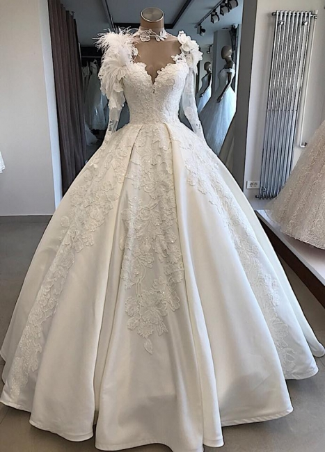 Modern wedding dress with sleeves | Princess wedding dress with feathers