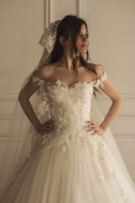 A Line Wedding Dresses White With Lace Tulle Tugs Wedding Gowns Bridal