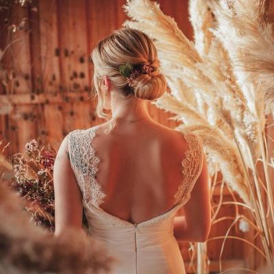 Schlichtes Hochzeitskleid Mit Spitze | Boho Brautkleider Online_3