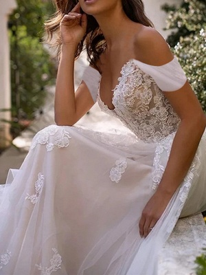 Elegant wedding dresses with lace | Tulle sheath dresses cheap online_3